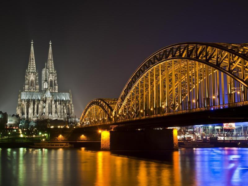 Bridge-River-Cathedral-Night-Light-Germany-1920x2560.jpeg